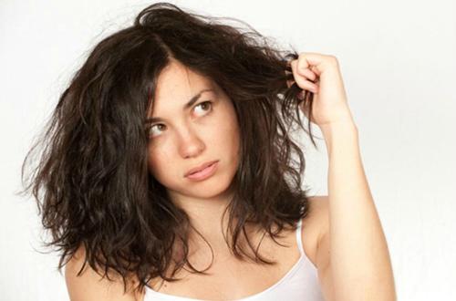 Thói quen vô tình gây hại cho tóc