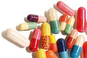 Cha mẹ nên thận trọng khi cho trẻ dùng thuốc