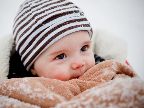 Cách phòng ngừa bệnh đường hô hấp cho trẻ mùa đông.