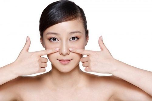 Da mặt bị chảy xệ nên massage thường xuyên