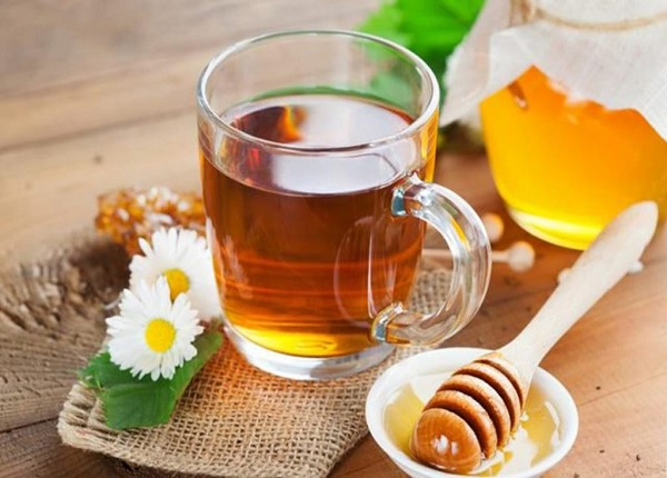Một cốc nước mật ong vào sáng sớm giúp làm sạch dạ dày, giúp cơ thể loại bỏ chất thải